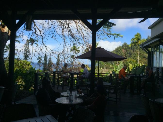 ホテルハナマウイ(Travaasa Hana)で海を眺めながら食事