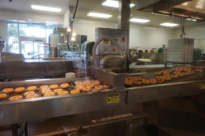 クリスピークリームの出来立てドーナッツ